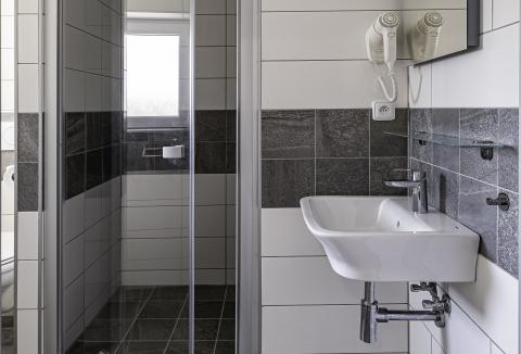 penzion-06b-koupelna-zepredu-4000pixelu.jpg