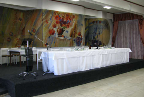 sal-04-podium.jpg